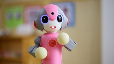 「子どもの日常をもっと知りたい」に応える園児見守りロボット