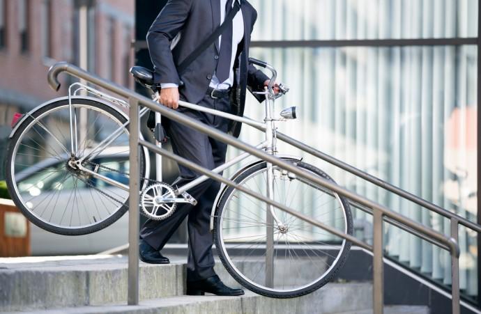 STOP飲酒運転!世界初の「アルコール検出機能」付き自転車ロック