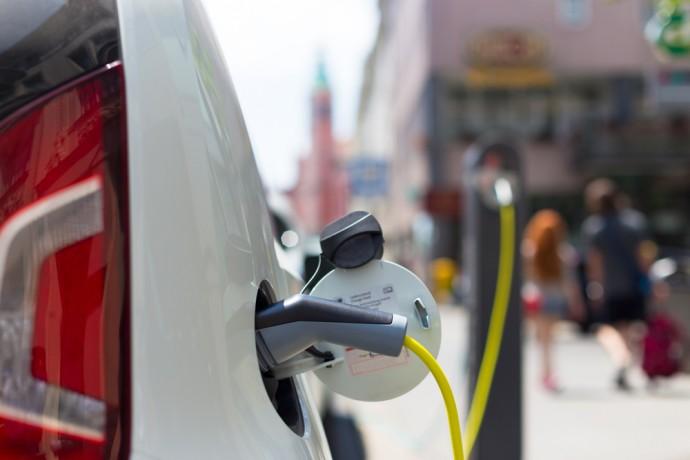 いつもの場所で気軽にOK!国内最大規模の「EV・PHV 用充電器」が導入される