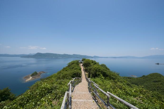 紺碧の海に島々が点在する自然豊かな長島町 写真提供 株式会社ビズリーチ