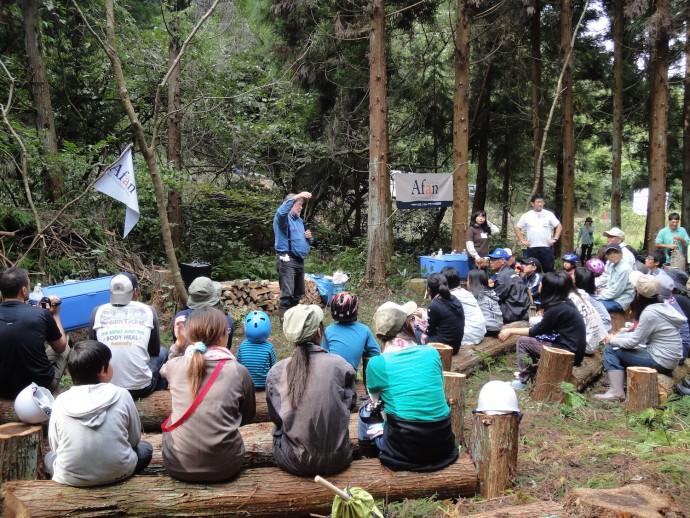 アファンの森財団による「森の学校」の授業風景。画像提供/アファンの森財団