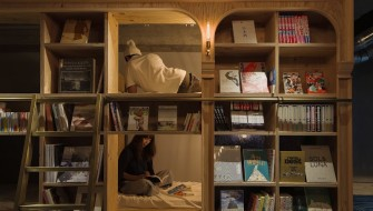 本棚の奥の隠れ家