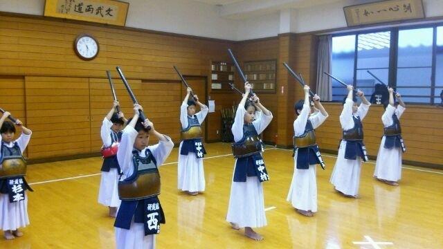 「素振り 剣道」の画像検索結果