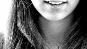 black-and-white-image-of-laughing-teenage-girl