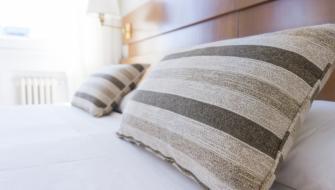 pillow-bedroom-space